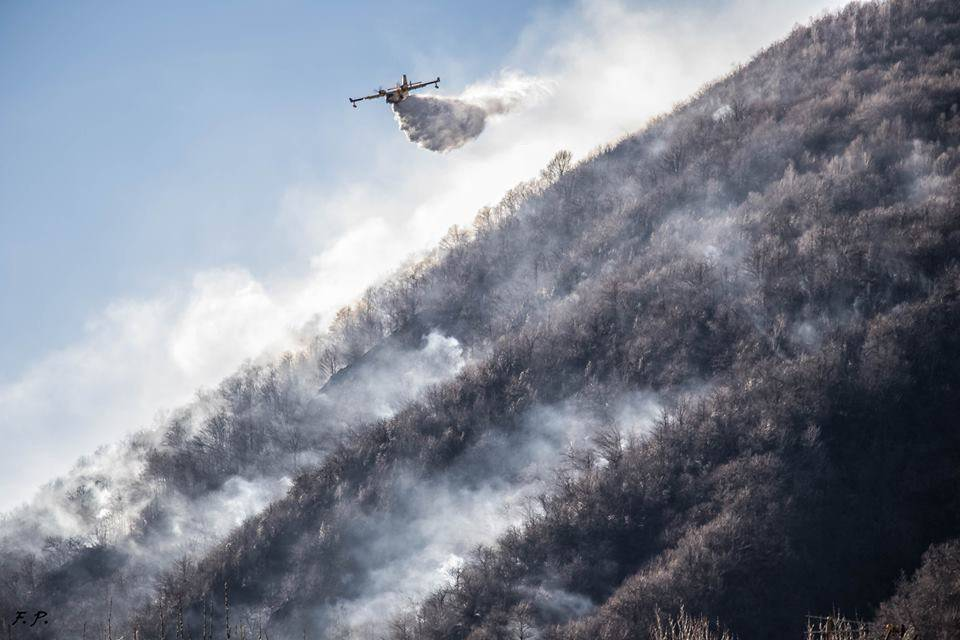 Incendio a Ghirla (foto di Franco Pellizzer)