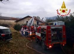 incendio cascina cantello vigili del fuoco