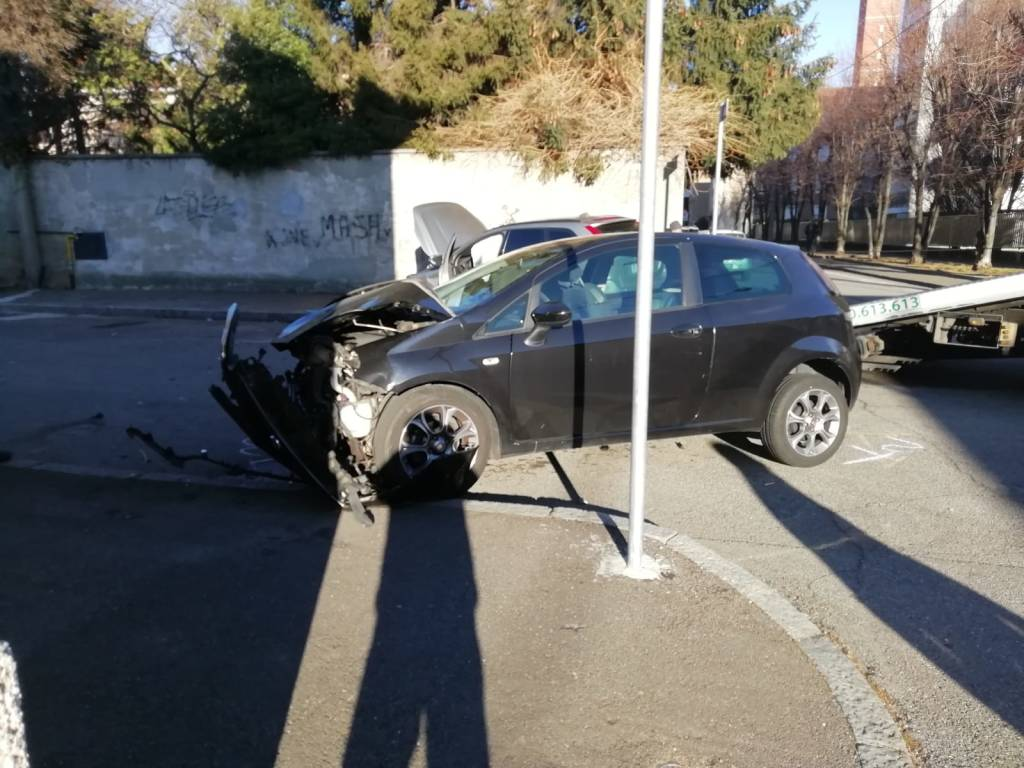 Incidente all'incrocio tra via Bergamo e Treviglio