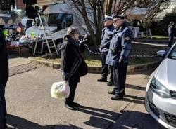 Mercato senza piazza dei Mercati: polizia locale informa e sostiene ambulanti e residenti