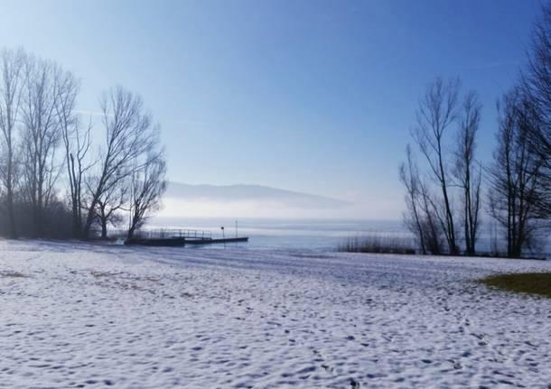 il lago innevato