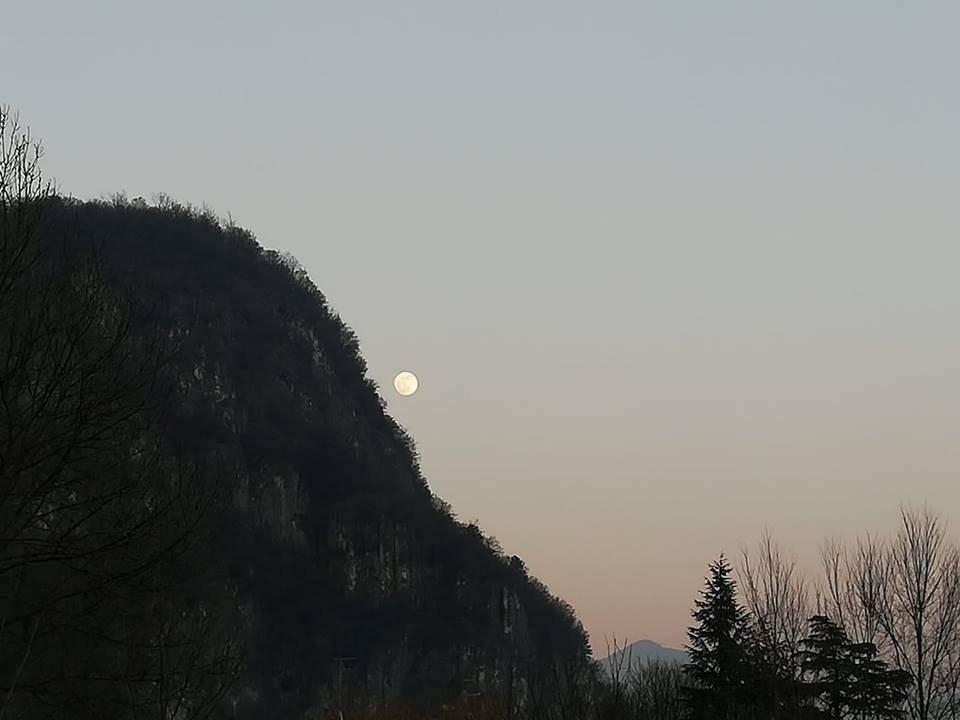 Caslano, la Luna - foto di Stefano Cropanese