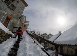 Medici a Monteviasco sotto la neve
