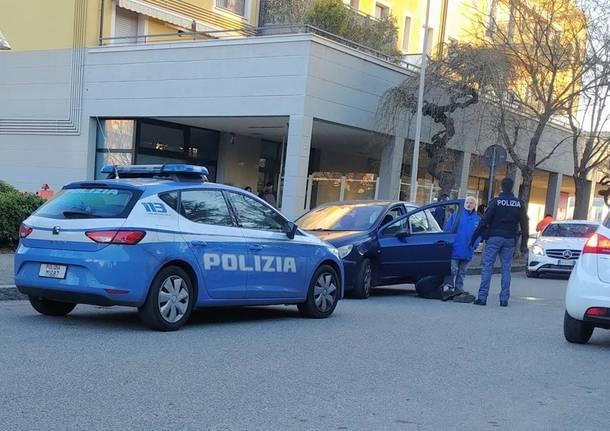 polizia pestaggio busto arsizio