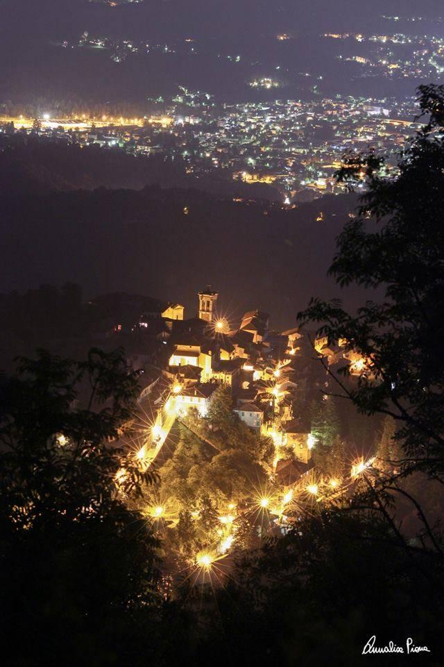 Sacro Monte di Notte