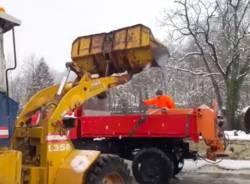 Spalare la neve a Varese