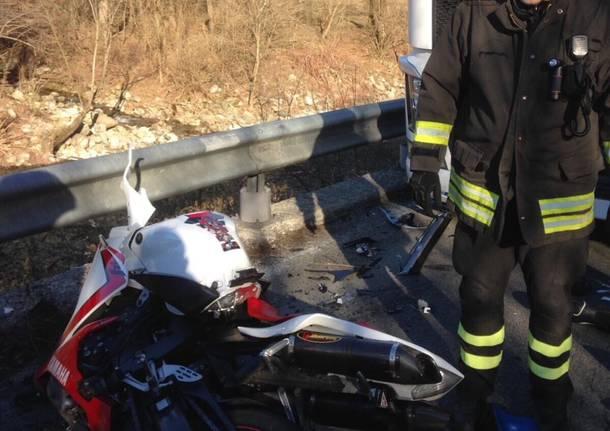 Scontro moto/camion, morto un motociclista