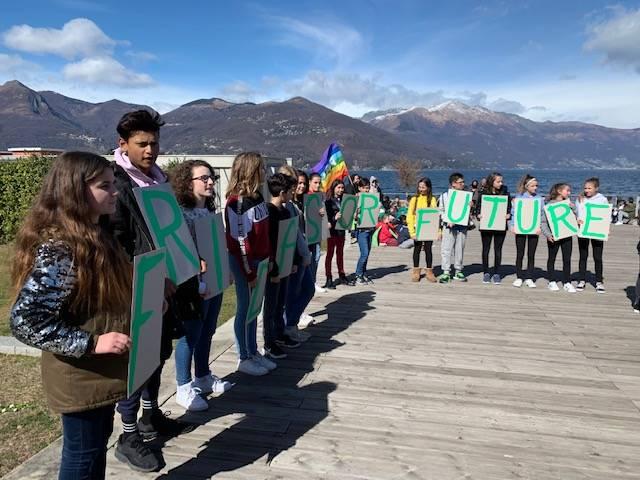 Gli alunni di Luino alla marcia per l'ambiente