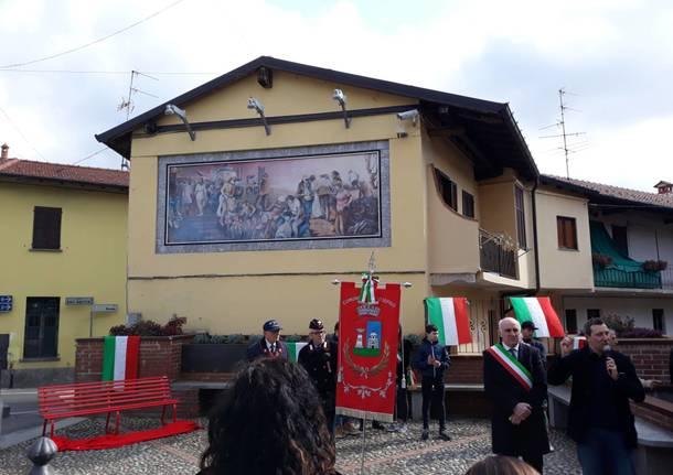 inaugurazione panchina rossa piazza XXV Aprile arsago seprio