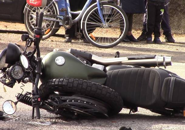 Incidente viale Minzoni Castellanza auto moto