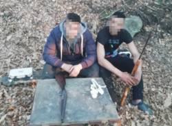 spacciatori boschi armati