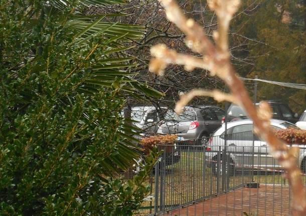 Un parcheggio nel parco di villa Recalcati