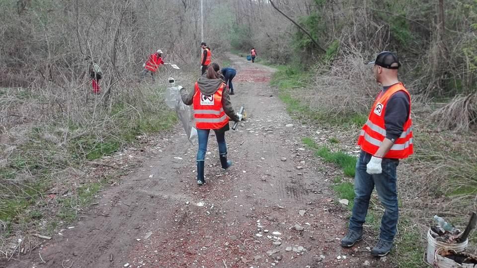 I volontari ripuliscono la Valsorda