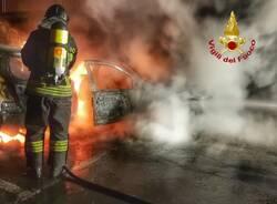 Due auto a fuoco in via ticino nerviano incendio vigili del fuoco  3