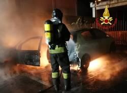Due auto a fuoco in via ticino nerviano incendio vigili del fuoco  4