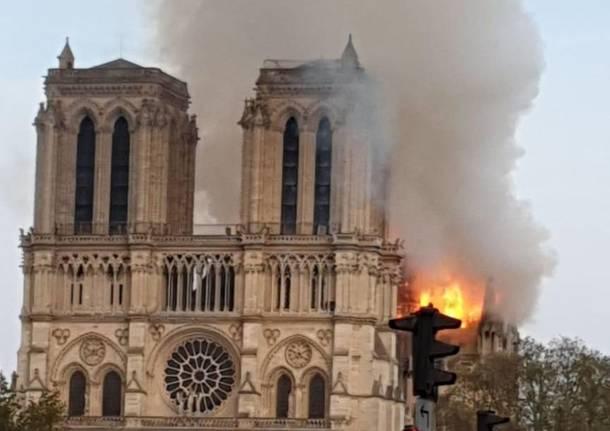 Incendio alla Cattedrale di Notre Dame di Parigi - 2