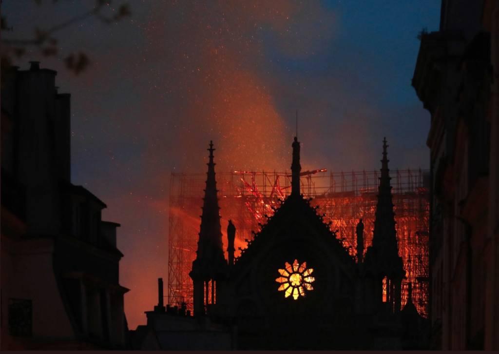 Incendio alla cattedrale Notre Dame di Parigi