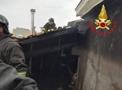 Incendio tetto in via Piave a Varese
