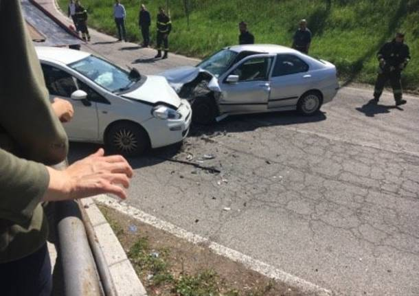 incidente laveno mombello