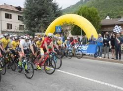 partenza piccola tre valli varesine ciclismo