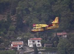 Il Canadair sul Lago Maggiore