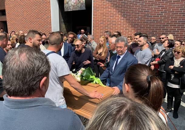 Lo struggente funerale di Assunta