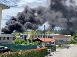 Incendio capannone di Gazzada Schianno