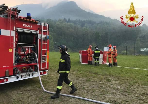 Incendio monti luinese: in azione gli elicotteri - maggio 2019