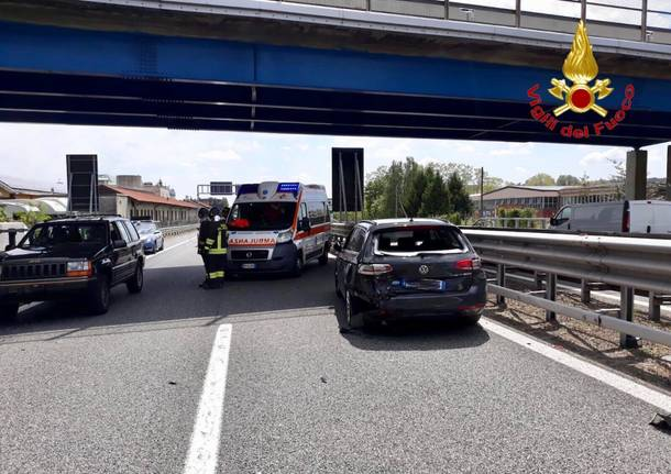 Incidente e code in autostrada A8 a Gazzada