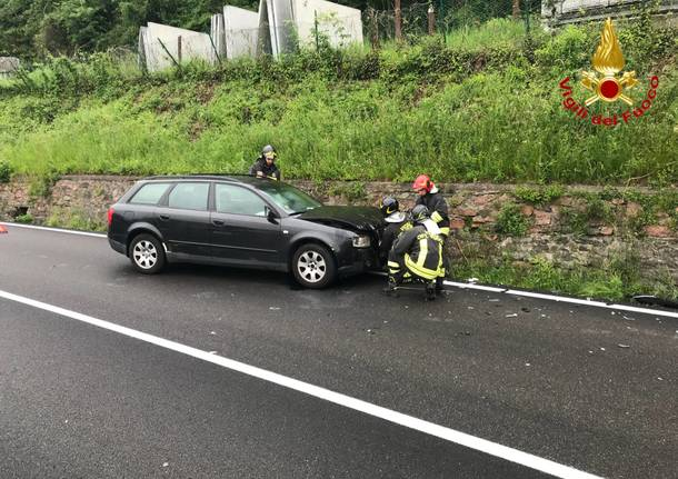 Incidente stradale, tre feriti