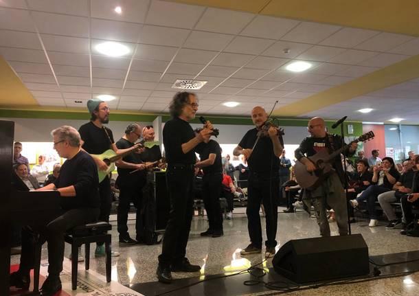 Flavio Premoli e la Pfm suonano De André all'ospedale di Circolo