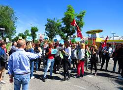 protesta lavoratori mercatone uno legnano