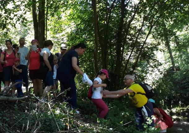 Scolaresca e famiglie in gita alle cascate di Ferrera