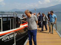 La barca elettrica attracca a Cazzago Brabbia