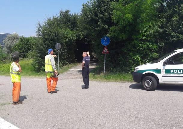 I lavori nel punto dell'incidente sulla ciclabile
