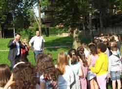 Gli alunni della Galilei in visita al parchetto di Avigno