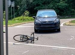 incidente stradale albizzate ciclista investito