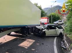 Incidente tra auto e camion a Lavena Ponte Tresa