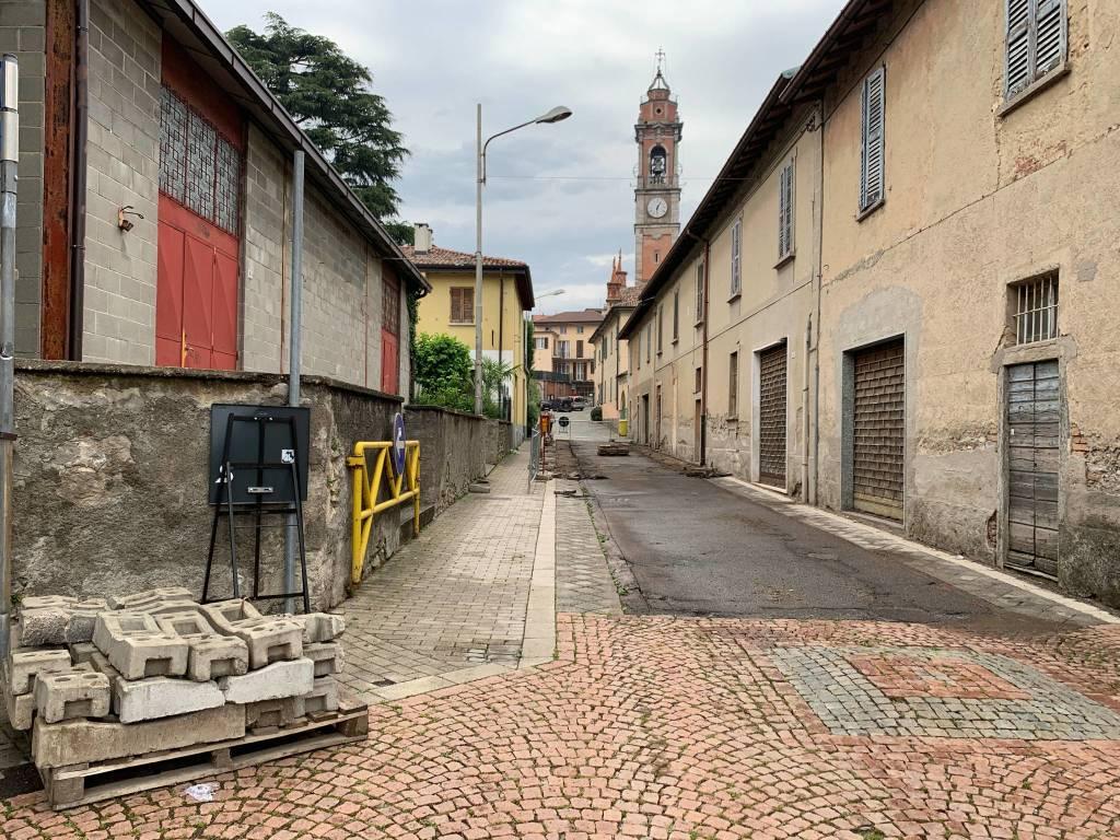 Lavori in via Vittorio Veneto Azzate