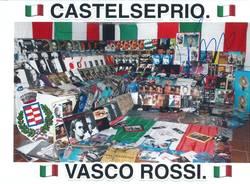 Marco collezionista dei dischi di Vasco Rossi