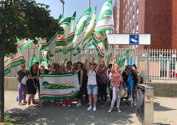 protesta lavoratori pulizie ospedale busto arsizio