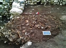 scavi al cimitero