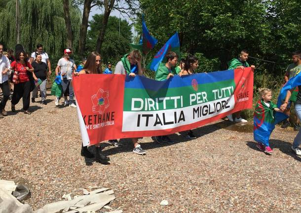 sinti in corteo a Gallarate