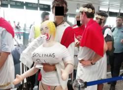Addii al celibato goliardici a Malpensa