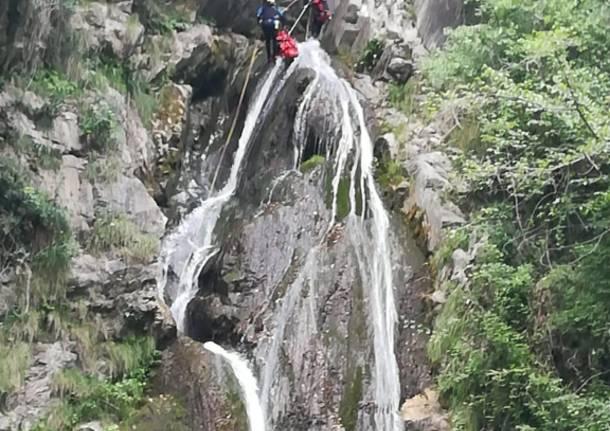 Cade alle cascate di Cittiglio, morto un ragazzo di 23 anni