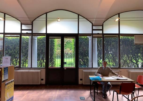 Dentro la biblioteca civica
