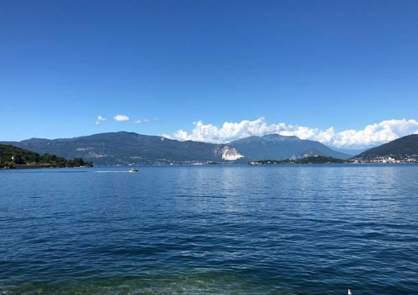lago montagne livello acqua