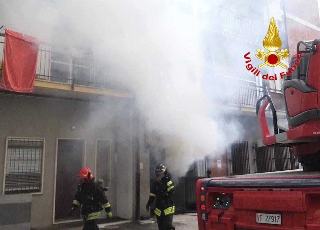 Incendio ad un condominio nel centro di Venegono Inferiore
