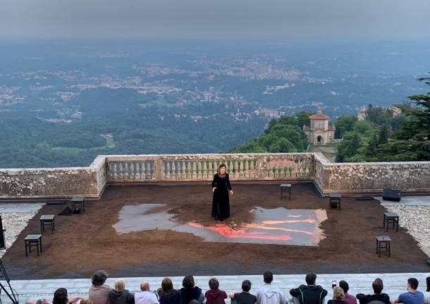 """Tra sacro e sacro monte: pienone pr la """"prima"""" di Andrea Chiodi"""