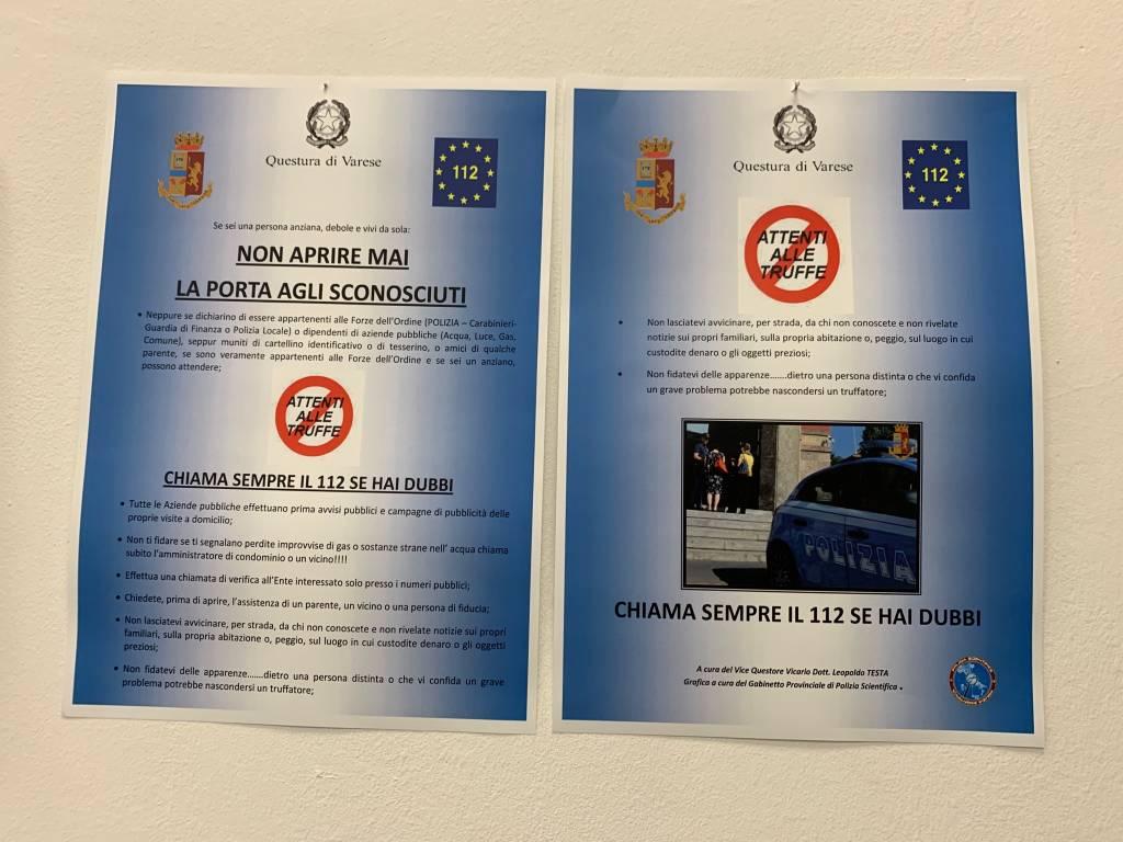 """I cartelli """"anti-truffa"""" della polizia"""